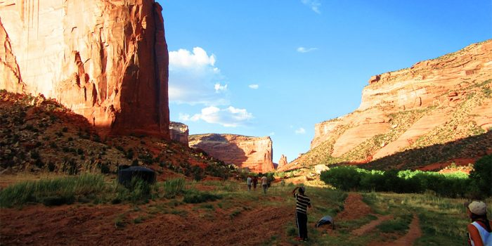 Service in Canyon De Chelly 1000x500